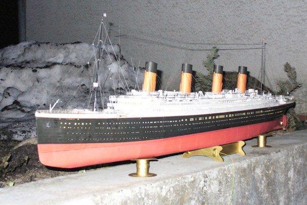 Mode Titanicu meria 135 centimetrov. Autor ho má momentálne na povale.