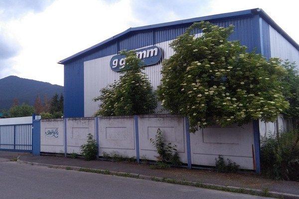 Celý proces sa začal minulý rok, keď sa v Ružomberku začalo hovoriť o tom, že Galmm plánuje rozšíriť výrobu a bude využívať karcinogénne látky, trojmocný a šesťmocný chróm.