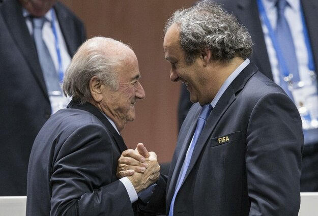 Sepp Blatter (vľavo) a Michel Platini.