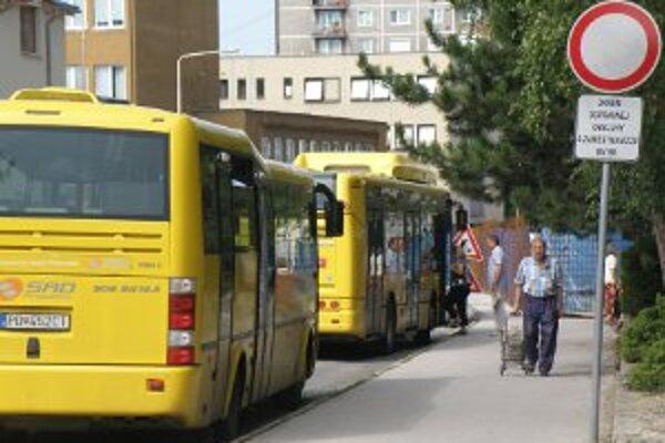 V autobusoch MHD môžu prievidzskí mestskí policajti jazdiť zadarmo.