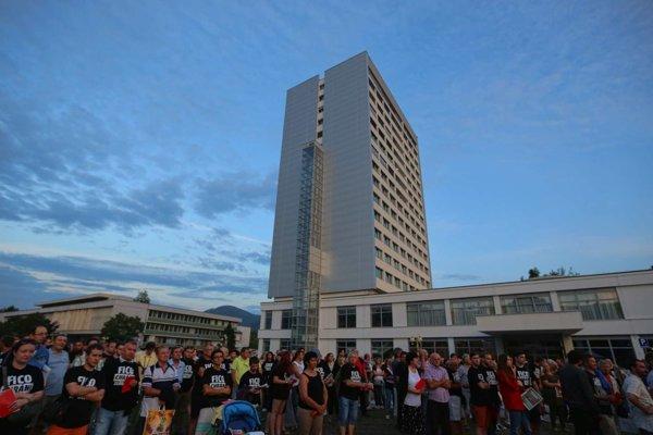 Na proteste na Námestí slobody sa zišlo približne 200 ľudí.