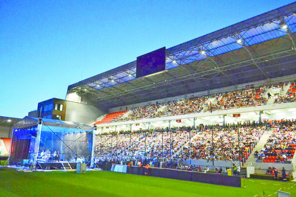 Takto vyzeral koncert Olympicu, divákom sprístupnili iba severnú tribúnu.