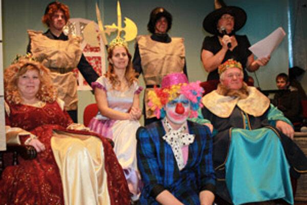 Na karnevale privítala deti kráľovská rodina.