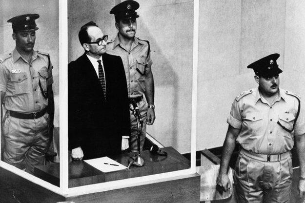 Adolf Eichmann pred súdom.