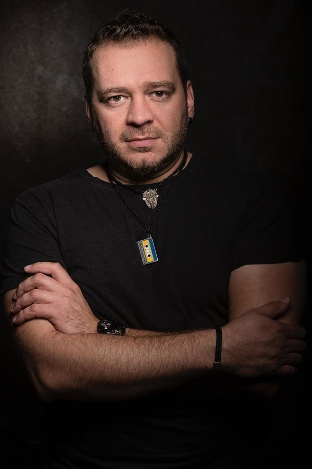 Zoli Tóth. Klavirista už pracuje s kapelou na nových pesničkách.