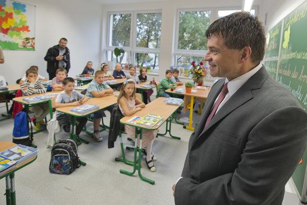 Minister Plavčan otvoril školský rok v Ivanke. (TASR)