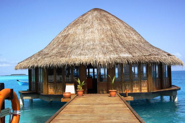 Jedna z tradičných reštaurácií na Maledivách.