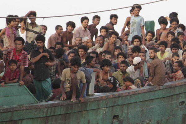 Väčšina z utečencov patrí k perzekvovanej barmskej menšine Rohingyov či chudobných Bangladéšanov.