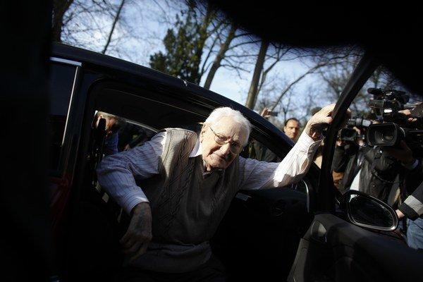 Na snímke 93-ročný Oskar Gröning, ktorý počas druhej svetovej vojny pracoval ako zamestnanec koncentračného tábora Auschwitz.