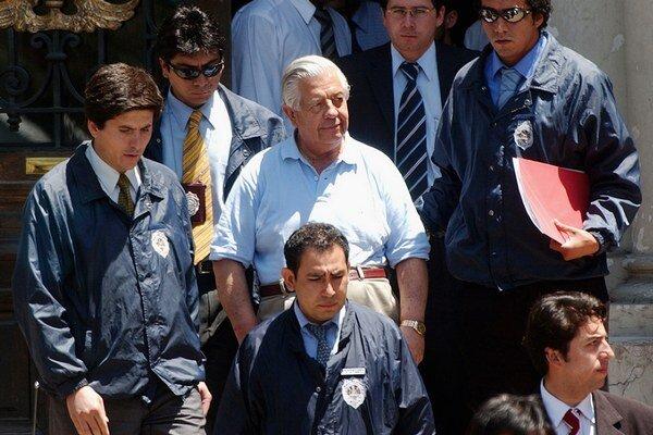 Generál Manuel Contreras (v strede).