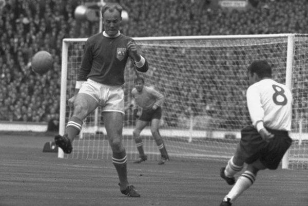 Ján Popluhár nastúpil za vybranú jedenístku sveta proti Anglicku 23. októbra 1963 vo Wembley.