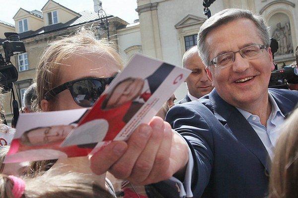 Poľský prezident zintenzívnil kampaň, zatiaľ mu to nepomáha.