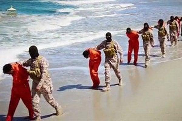Islamský štát pravidelne popravuje desiatky rukojemníkov.