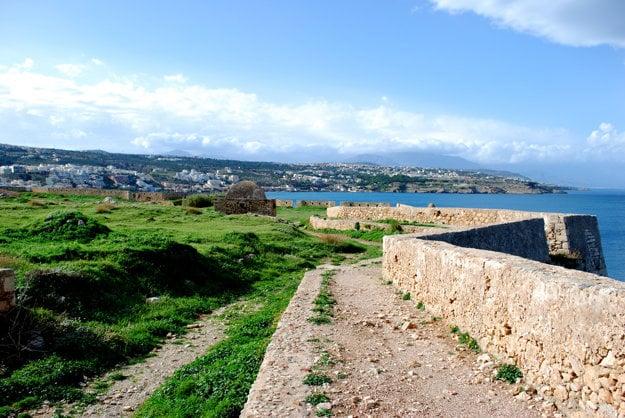 Pohľad na Rethymno a okolie.