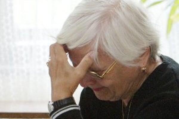 Podvodníci zneužívajú dôveru seniorov často.