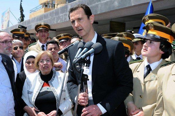 Asad po štyroch rokoch občianskej vojny prichádza o spojencov zvnútra režimu.