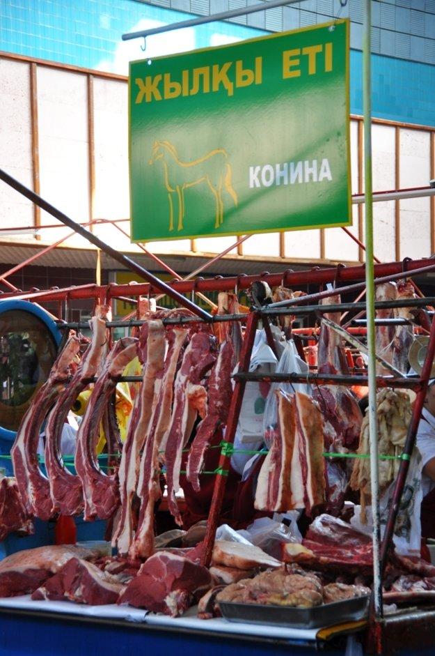 Ak máte chuť na konské mäso, treba navštíviť Kok Bazar.