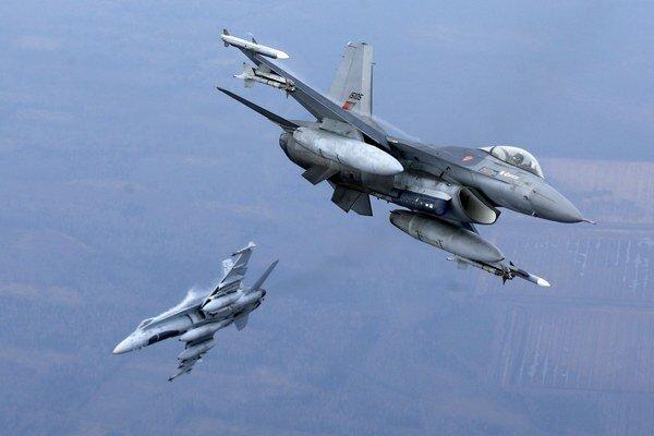 Maroko má šesť stíhačiek F-16 umiestnených v Spojených arabských emirátoch (SAE.
