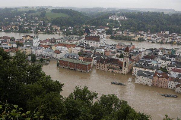 V nemeckej spolkovej krajine Bádensko-Württembersko silné dažde zdvihli najmä hladiny prítokov Dunaja.