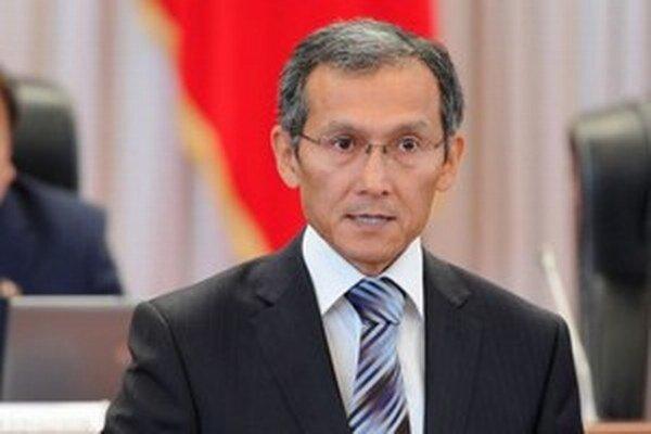 Džoomart Otorbajev odstúpil 23. apríla po zverejnení parlamentnej správy o činnosti vlády za rok 2014.