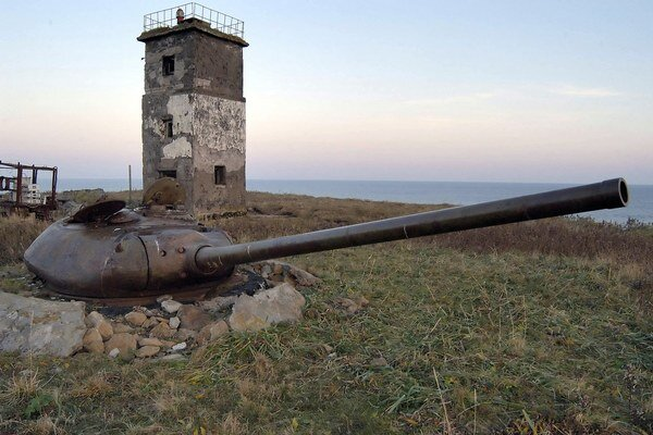 """Japonský premiér Šinzó Abe už v minulosti uviedol, že ruské vojenské cvičenia na ostrovoch sú """"absolútne neakceptovateľné""""."""