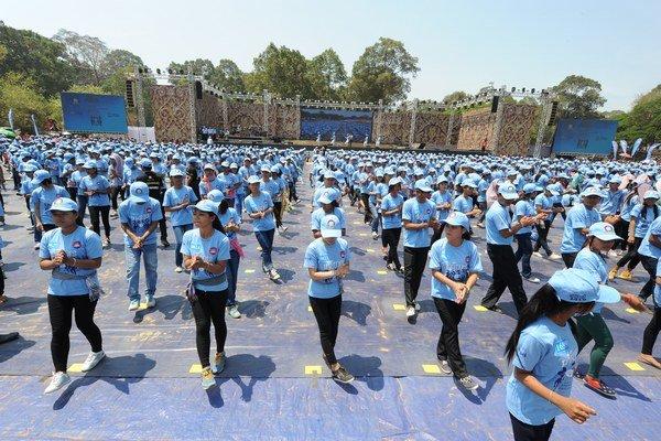 Kambodžská mládež vytancovala svetový rekord v tanci Madison v štyridsať stupňových teplotách.