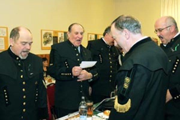 Baníci, ktorí sa stretli v Handlovej na šachtágu, si aj spoločne zaspievali.