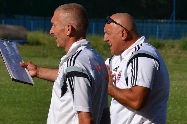 Tréner Lučenca J. Vizteleki (vpravo) verí, že úspechy jeho zverencov sa dostavia.