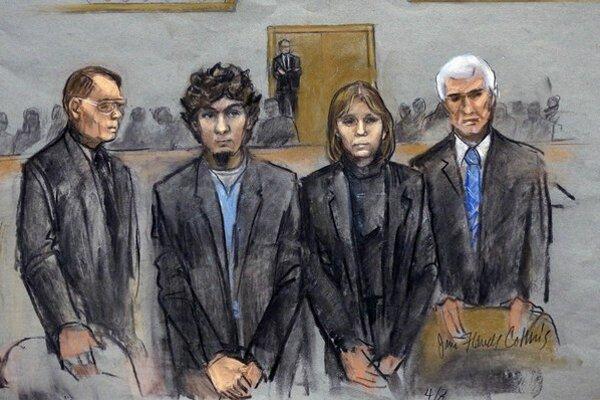 Obhajoba tvrdí, že Carnajeva (druhý zľava) sfanatizoval jeho brat.