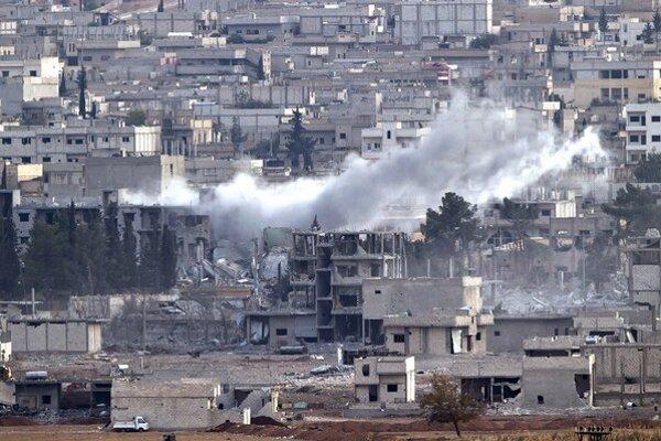 Konflikt si dosiaľ vyžiadal životy viac ako 220.000 ľudí, svoje domovy muselo opustiť asi deväť miliónov Sýrčanov.
