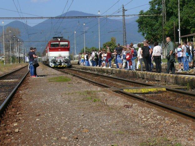 Aj nastupovanie do vlaku by sa malo zmeniť k lepšiemu.