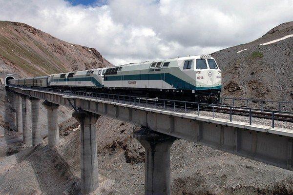 Už samotná železnica do Lhasy bola megalomanským projektom.