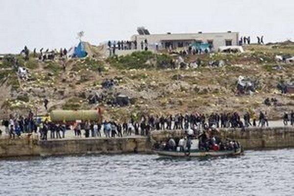 Na ostrov Lampedusa smerujú najmä utečenci z nepokojnej Líbye.