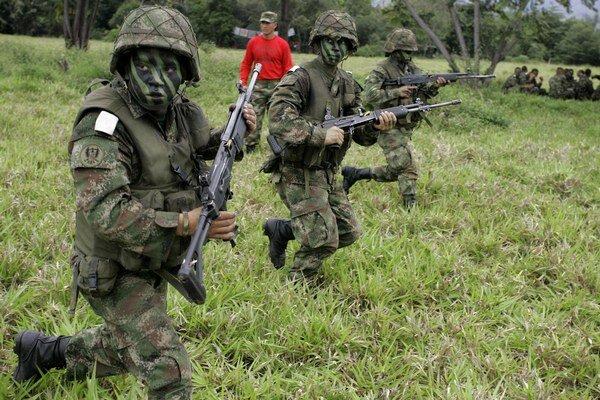 Američania na základni Tolemaida cvičia kolumbijských vojakov.