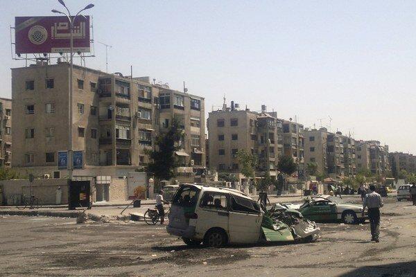 Džihádisti bojujú s ozbrojenými skupinami vnútri palestínskeho utečeneckého tábora.