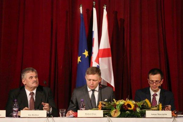 Vláda na výjazdovom rokovaní v Revúcej.