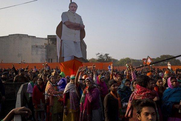 Stúpenci vládnucej nacionalistickej Indickej ľudovej strany (BJP) na predvolebnom zhromaždení pred komunálnymi voľbami.