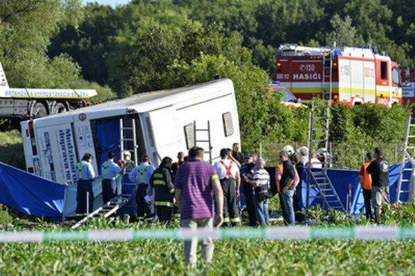 Nehoda autobusu.