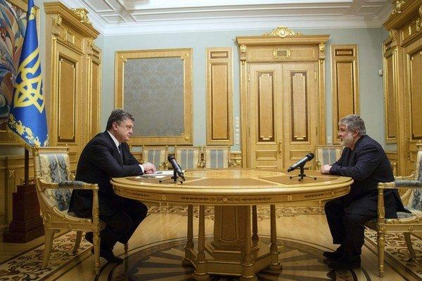 """Prezident Petro Porošenko vyzval Ihora Kolomojského, aby """"dobrovoľne rezignoval""""."""