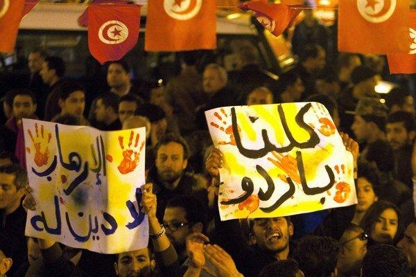 V tuniských uliciach sa tentoraz demonštrovalo proti teroristom.