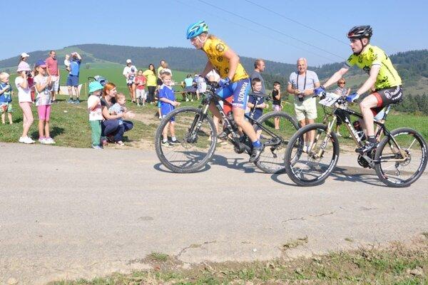 V cyklistickej časti bojovalo o víťazstvo Marek Voška (vľavo) a Matúš Čurjak (vpravo).
