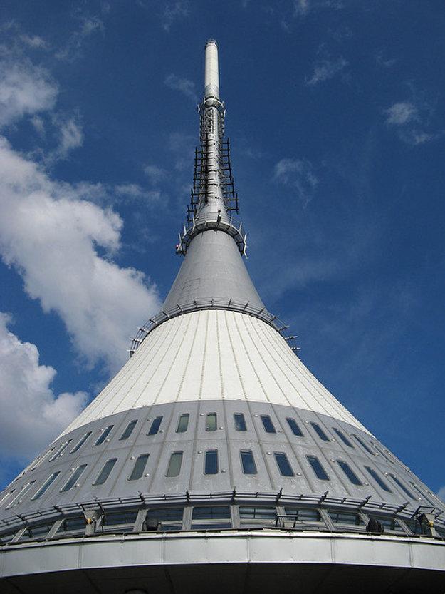 Veža v tvare rotačného hyperboloidu dodnes pôsobí futuristicky.