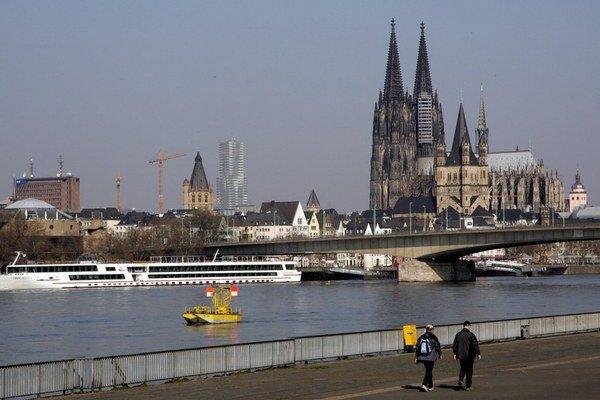 Nemecká cirkev sa otvára.