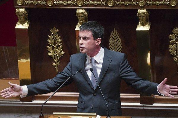 Francúzsky premiér Manuel Valls počas hlasovania o nedôvere jeho vlády.