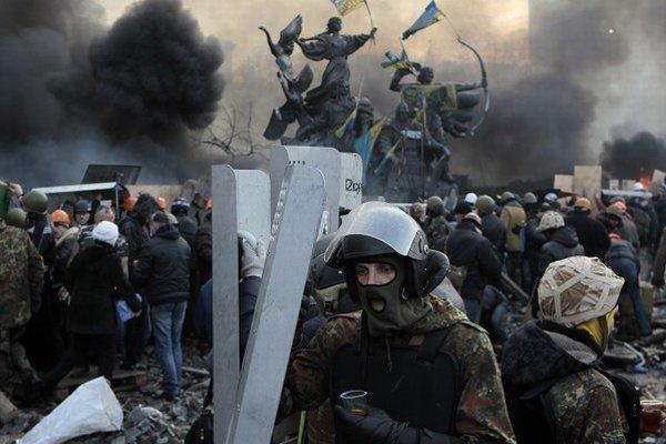 Minuloročné protesty v Kyjeve.