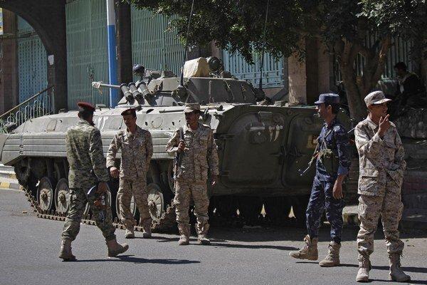 Po obsadení hlavného mesta Saná vládne v krajine zlá bezpečnostná situácia.
