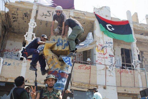 Keď povstalci v roku 2011 obsadili Kaddáfího sídlo v Tripolise, netušili, že boje budú trvať ešte najmenej tri a pol roka.