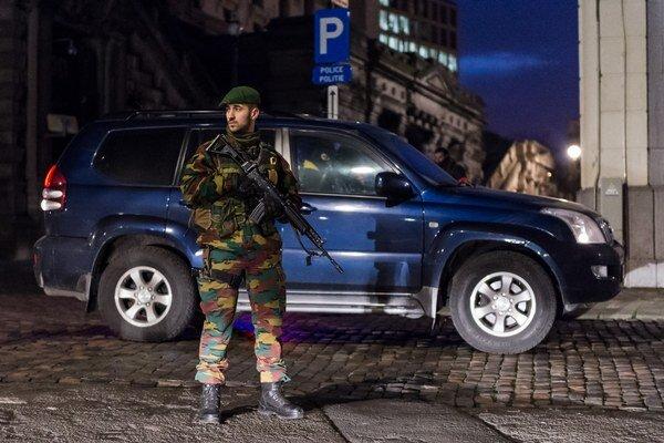 Špeciálne policajné jednotky v uliciach Bruselu.