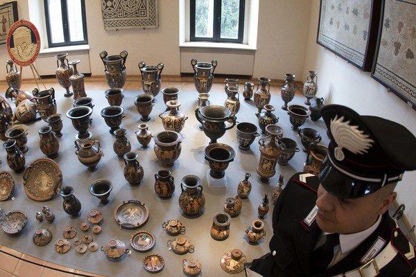 Švajčiarske úrady objavili rekordné množstvo vzácnych historických predmetov, ktoré boli ulúpené z Talianska.