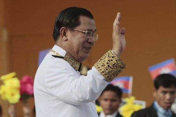 Hun Sen sa rád prezentuje ako stabilizujúci prvok kambodžskej politiky.